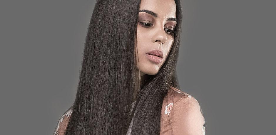 Vrouw met Press Hair