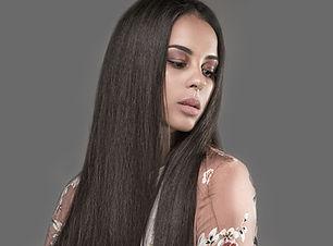 Kvinne med Press Hair