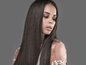 Femme avec cheveux Presse