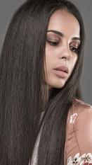 Frau mit Press Haar