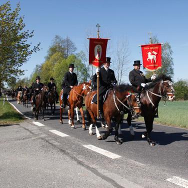 Prozession Ralbitz 2019 | Osterreiter reiten von Ralbitz nach Wittichenau |