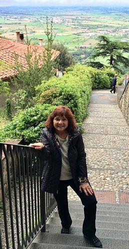 karen on steps in Cortona.jpg