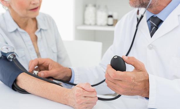 醫生考慮老年患者的血壓