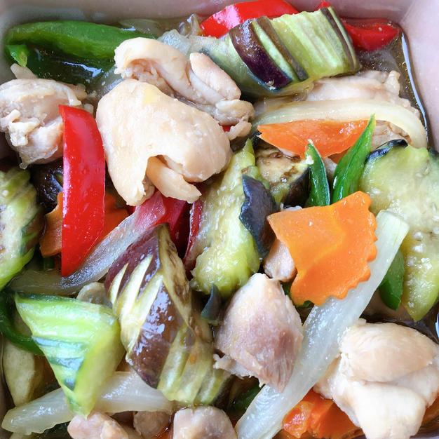 彩り野菜と鶏肉のオイスターソース炒め