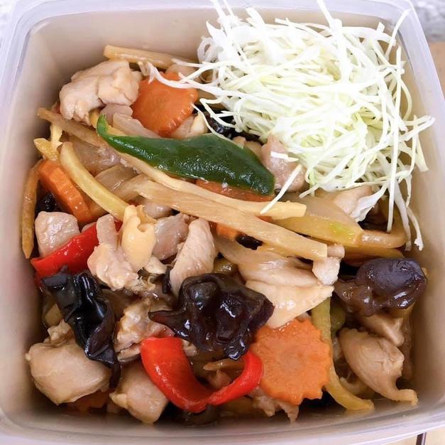 ガイパットキン(タイ風鶏肉の生姜炒め)