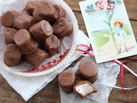 Super Easy Chocolate Dipped Marshmallows