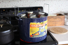 """How to use the """"hot water bath"""" method for canning"""
