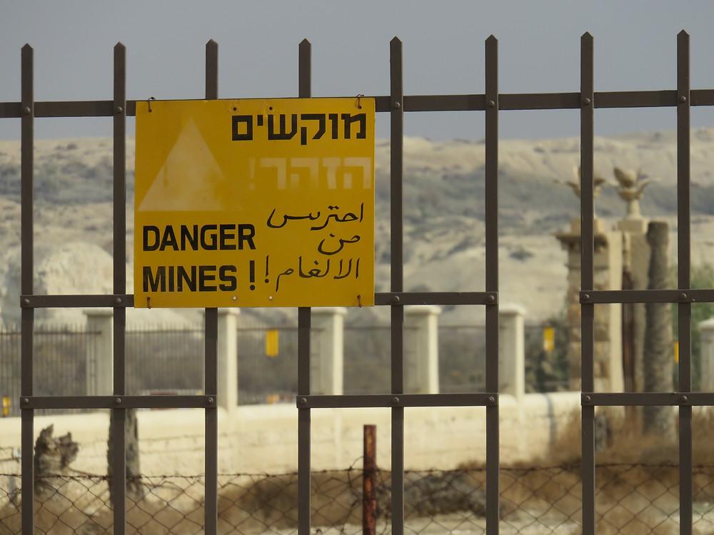 Un champ de mines dans un site archéologique : le site du baptême de Jésus et Le Baptiste