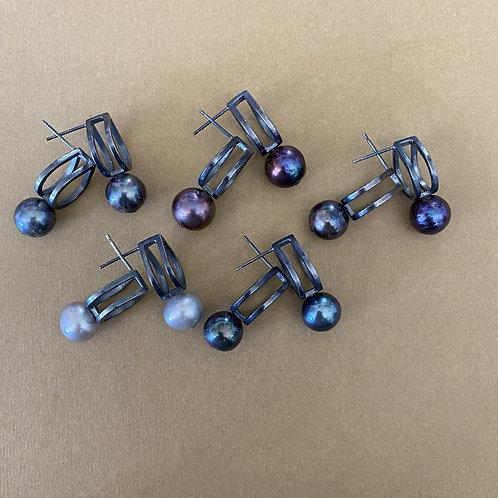 CocoRaj Midi Earrings with Dark Freshwater Pearl
