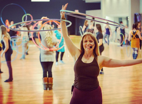8 fun workouts you can do with a hula hoop!