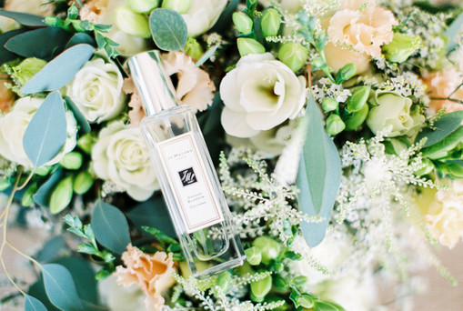 Flowers south of France wedding hair and