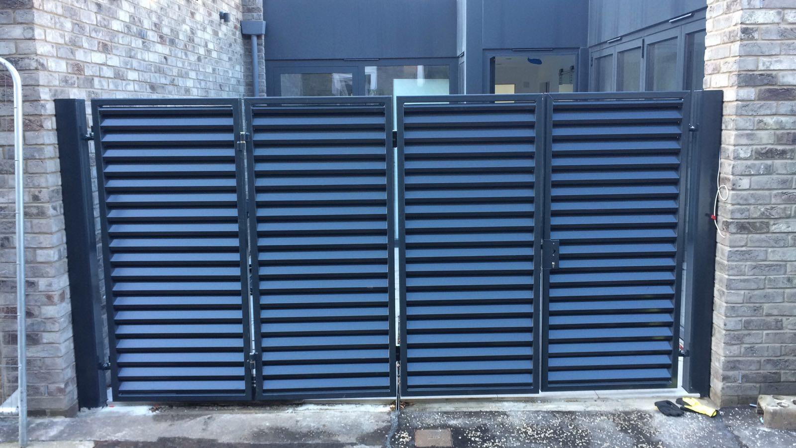 Tri-folding Gates