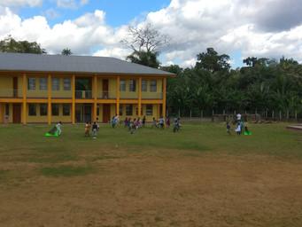 El colegio en Pouma abre sus puertas