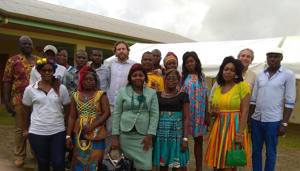 profesores del colegio junto al director.