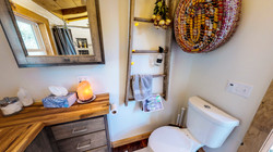 Full Bath w/ Laundry