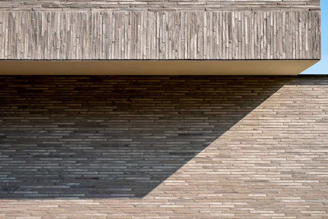 Gloss-linear-1.jpeg