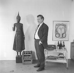 Portr則 des Architekten Werner D乼tmann vor einem Fest.jpg