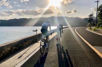 首日長達 180公里嘅路程絕對唔易應付!由清晨開始踩到日落。望住美麗動人嘅夕陽,