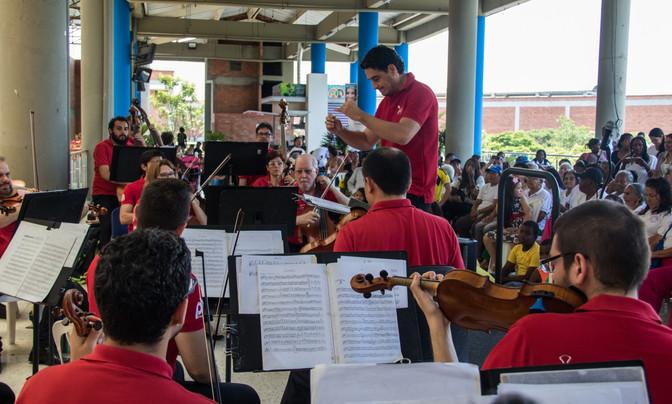 Orquesta Filarmónica de Cali encantó a la comuna 21