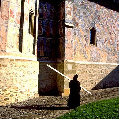 Sucevita+Monastery.+Beating+the+symandron+during+the+Vespers.jpg