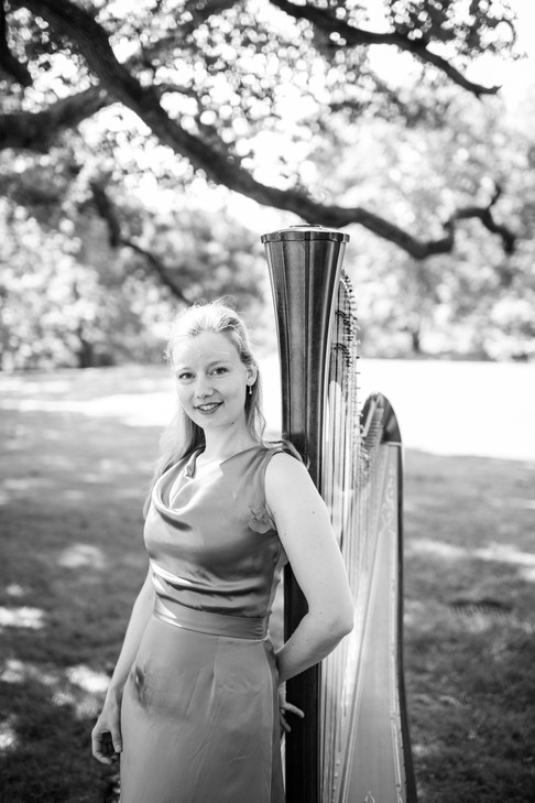 Harpisti Katri Tikka
