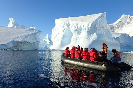 南極の氷山クルーズ
