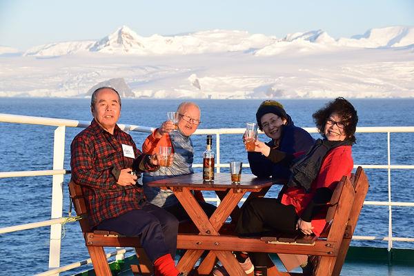 南極の氷で乾杯