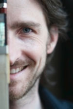 Youen Cadiou est professeur de Contrebasse à l'Académie d'été de Musique à Groix en Bretagne