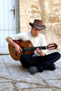 Cyprien Barale - professeur de guitare de l'Académie d'été de musique à Groix en Bretagne