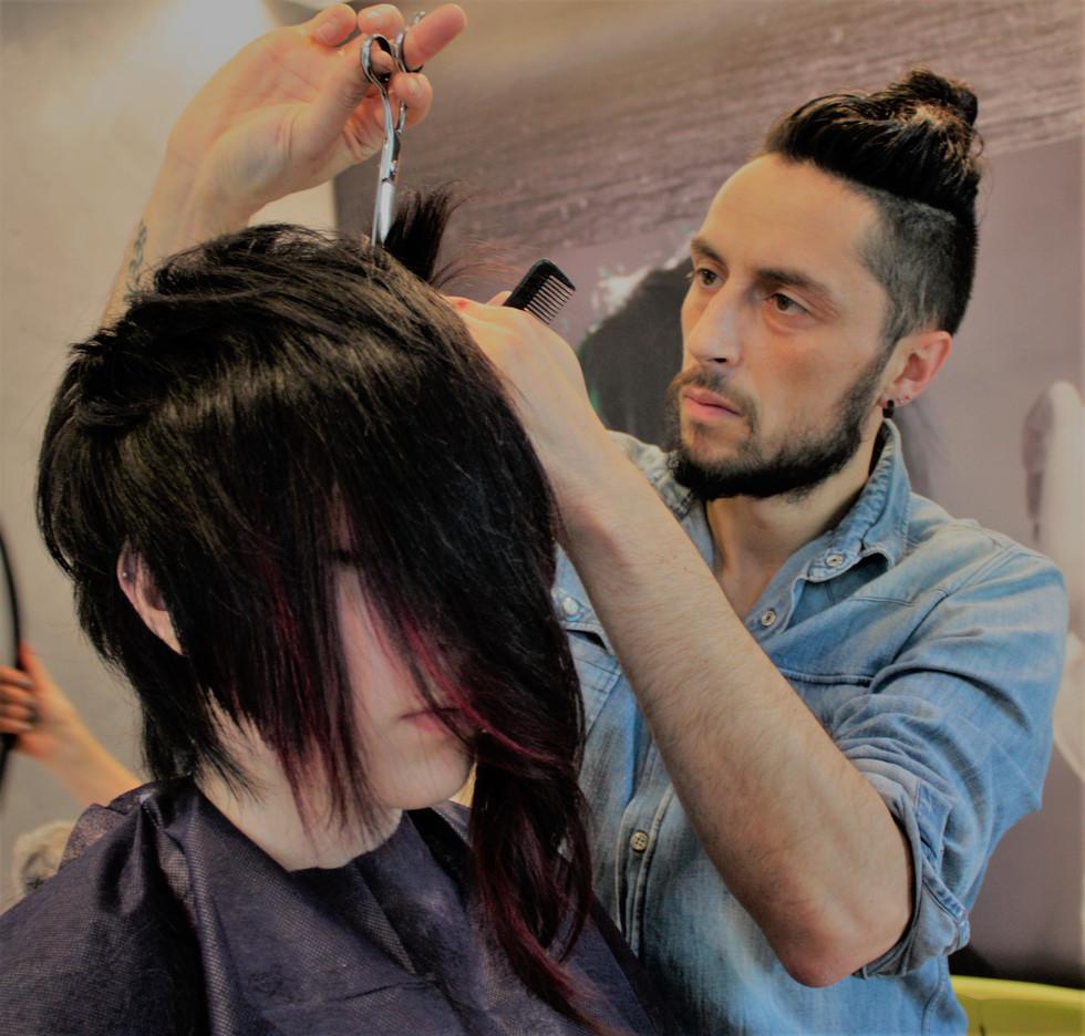 I Creatori di Immagine, parrucchiere a Monza, ti spiegano Disconnected cut..il taglio facile da gest