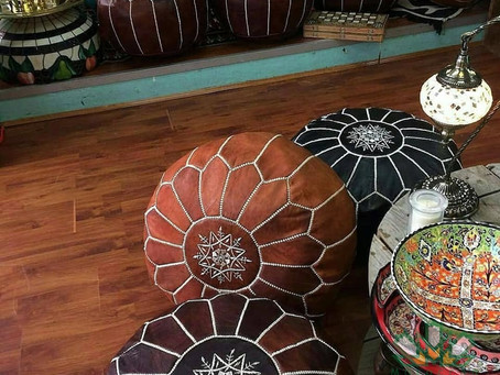 The magic decorative touch of the leather ottomans