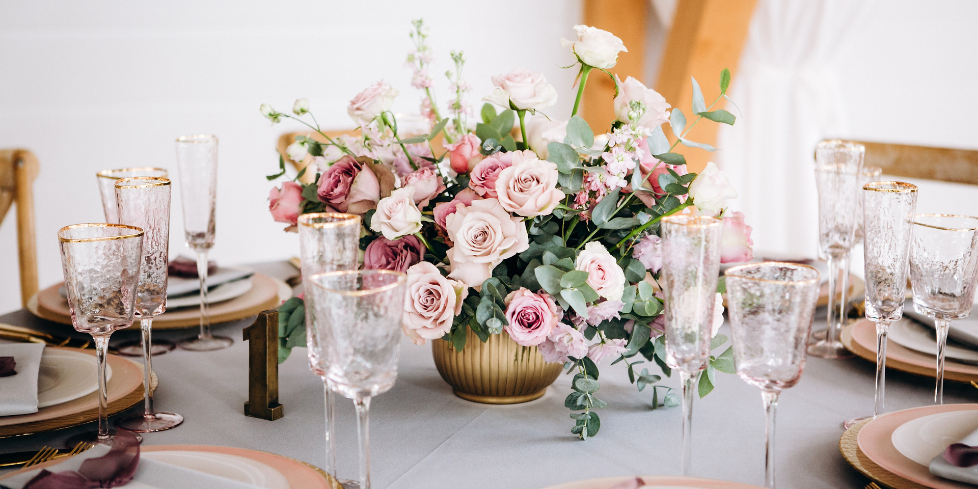 Amazing wedding table decoration with fl