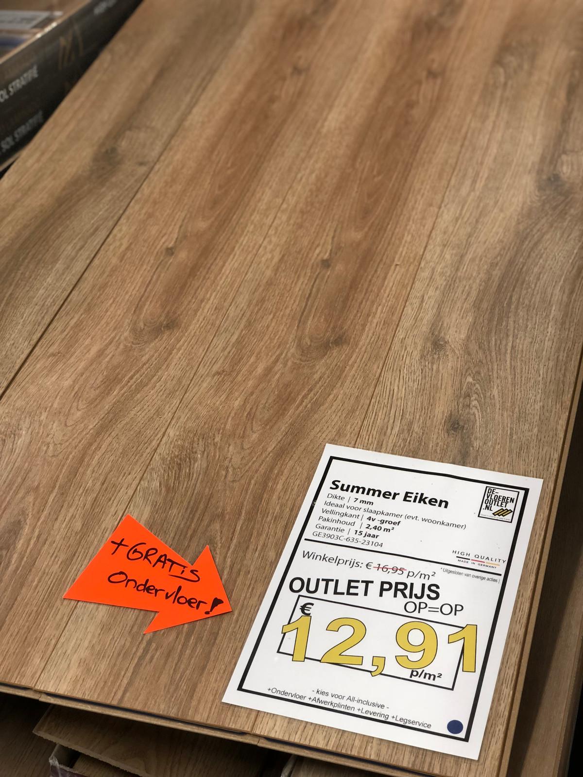 de laatste pallets van deze prachtige 8mm hoge kwaliteit laminaatvloeren voor waanzinnig lage prijzen outletprijs zo meenemen