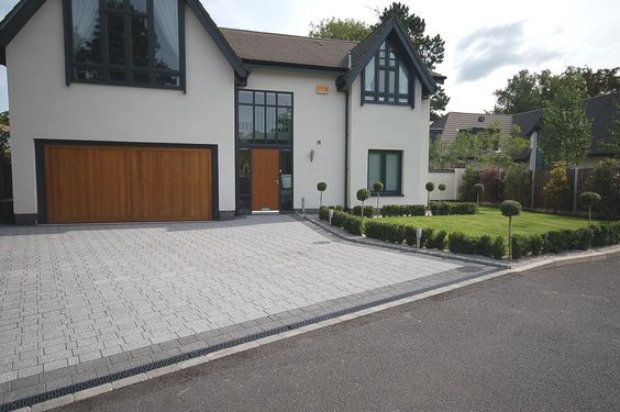 Modern home with block paved driveway.jp