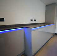 J-mould handless fitted kitchen