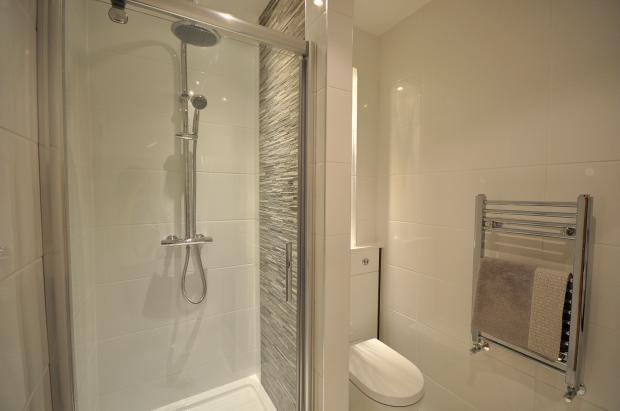 en-suite shower.jpg