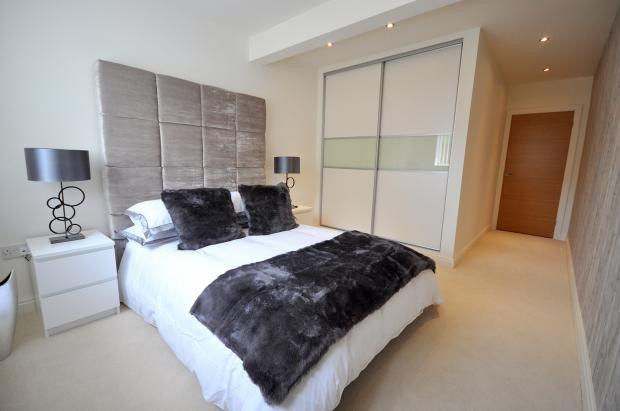 En-suite bedroom.jpg