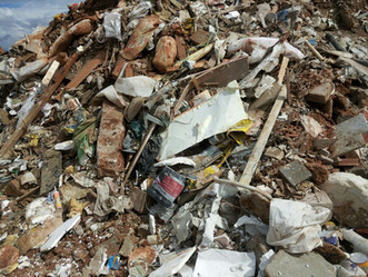 Porque uma usina de reciclagem de entulhos cobra pelo recebimento?