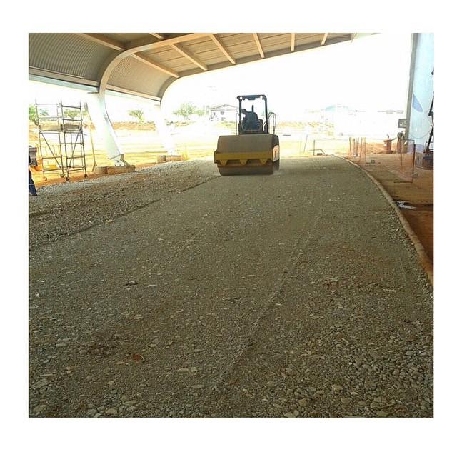 🚜 Aplicação dos agregados reciclados da _rnvresiduos na obra do novo aeroporto de Goiânia