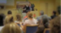 """Huber Károly bemutatja Magyarország első és egyetlen szervezett megfélemlítés elleni programját a BRFK """"Fiatalok a Világhálón"""" konferencián a budapesti rendőrpalotában."""