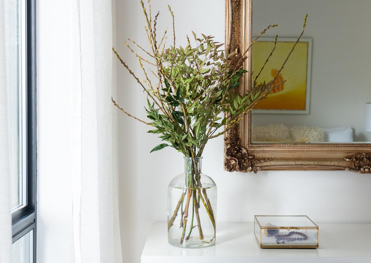 Bedroom-dresser-with-mirror.jpg