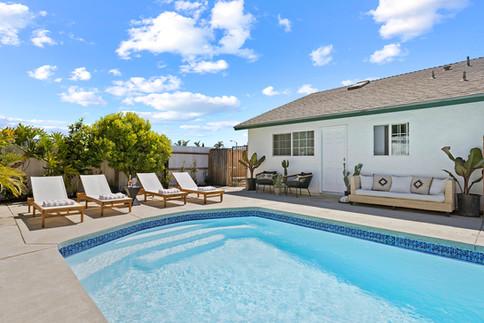 poolside-teak-lounger-outdoor-day-bed.jpg