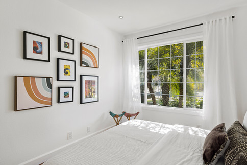 gallery-art-wall-guest-bedroom.jpg