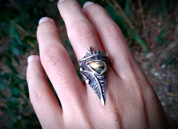 Sterling silver ring with Labradorite stone and leaves