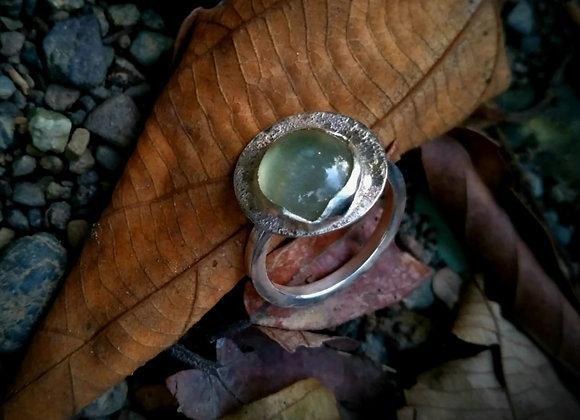 Ring with sandblasted circle and Peridot stone