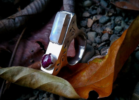 Rectangular ring with moonstone and star ruby
