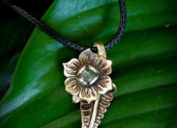 Little labradorite Lotus pendant