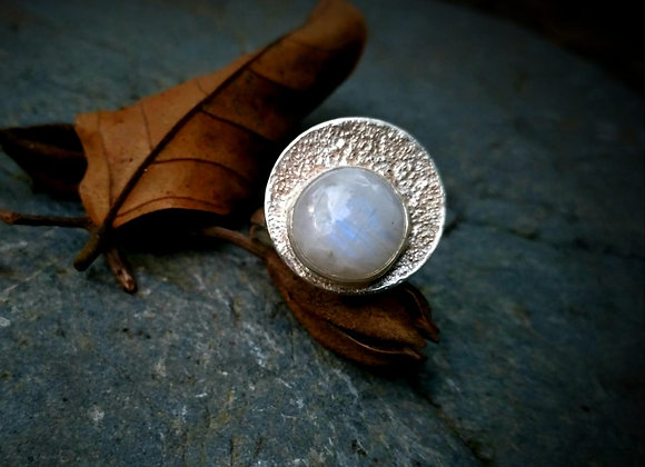 Ring with sandblasted circle and Moonstone