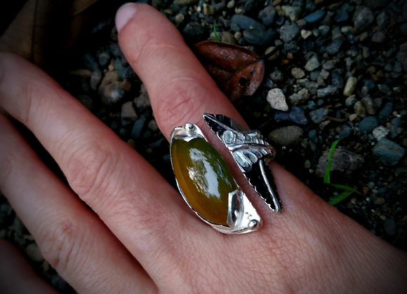 Ring with jasper and leaves.