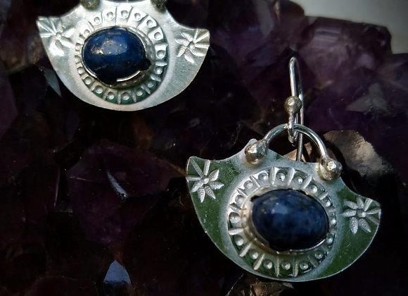 Silver earrings with lapislazuli stone